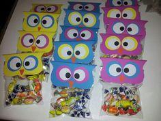 Traktatie voor de juffen en meesters. School Labels, Wise Owl, Halloween Treats, Crafts For Kids, Wraps, Gift Wrapping, Birthday, Gifts, Food