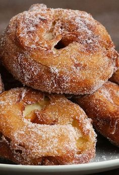 Diese Apfel- Apple Doughnut, Donut Bun, Donut Recipes, Baking Recipes, Dessert Recipes, Strudel, Beignets, Donuts, Creme