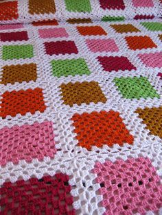 Manta_ganchillo_Elhogardelaslanas Crochet Bedspread Pattern, Granny Square Crochet Pattern, Afghan Crochet Patterns, Crochet Squares, Crochet Granny, Baby Blanket Crochet, Crochet Motif, Crochet Afgans, Crochet Projects
