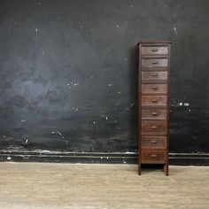 lawhimsy:  Early 20th century library tower cabinet ~ La