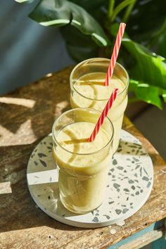 Mangó lassi - reggelire perfekt! | Street Kitchen Lassi, Mango, Naan, Cheddar, Food Styling, Glass Of Milk, Panna Cotta, Lime, Pudding