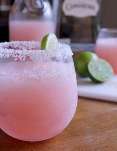 Memorial Day is here! Bring on the pool, the sun and fun summer cocktails. Here are five cocktails to kick off the Summer! Pink Grapefruit Margaritas from Delicious Drinks White Strawberry Lemon Sangria from Kitchen Treaty Cocktail Margarita, Pink Lemonade Margarita, Cocktail Drinks, Fun Drinks, Yummy Drinks, Cocktail Recipes, Yummy Food, Tasty, Summer Cocktails