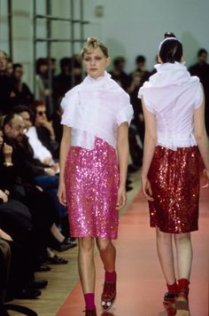 See the complete Comme des Garçons Fall 1999 Ready-to-Wear collection.
