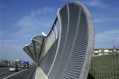 ECN: Solar Highways - noise barrier that generates solar energy will be installed along the A16 motorway near Dordrecht