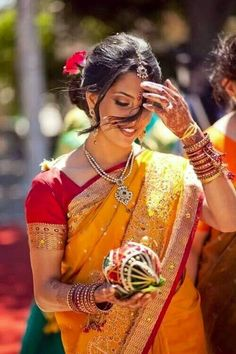 Wish I have an Indian wife like her! Indian Wife, South Indian Bride, Indian Bridal, Foto Glamour, Indian People, Woman Smile, Bollywood Stars, Photography Women, World Cultures