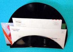 porte courrier à fabriquer avec un vieux disque vinyle (rayé!) ou comment offrir une nouvelle jeunesse à un ancien 33 tours.