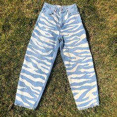 Painted Jeans, Painted Clothes, Tomboy Fashion, Denim Fashion, New Outfits, Cute Outfits, Funky Pants, Estilo Jeans, Bleached Jeans