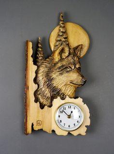 Horloge sculpté sur boisHorloge LoupHorloges par DavydovArt sur Etsy