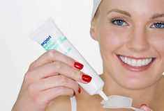 Natural teeth whitening gels have all the time been some of the surprisingly widespread tendencies online, particularly when you consider the incontrovertible reality that individuals are usually a bit callous with their oral hygiene and dental health. Health Guru, Health Class, Health Trends, Health Tips, Womens Health Magazine, Natural Teeth Whitening, Pregnancy Health, Healthy Women, Healthy Life