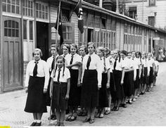 Risultati immagini per imagenes seccion femenina German Women, German Girls, Raza Aria, Beauty Society, Ww2 Women, Workers Party, Youth Programs, The Third Reich, Female Soldier
