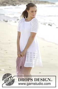 Белое летнее платье А-силуэта, связанное из хлопковой пряжи спицами для женщин. Вязание модели начинается от верхнего края регланом. Рукава украшены...