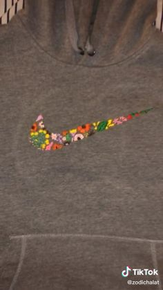 Hand Embroidery Videos, Embroidery On Clothes, Couture Embroidery, Diy Embroidery, Sewing Clothes, Diy Clothes, Diy Crafts Hacks, Diys, T-shirt Broderie