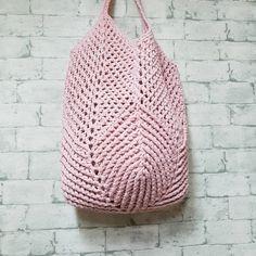 나뭇잎 그물가방 - design by 배루기 : 네이버 블로그 Crochet Diy, Crochet Hats, Crochet Diagram, Crochet Patterns, Crochet Clutch, Finger Knitting, Macrame Bag, Craft Bags, Knitted Bags