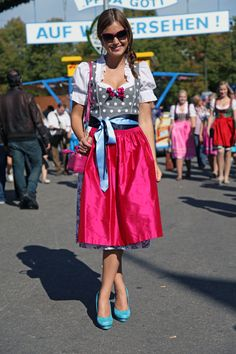 Schönes Wiesn Outfit: Georgia Rose Pumps, Alexandra Melachrinos Dirndl