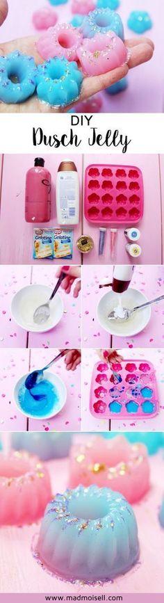 DIY Dusch Jelly im Lush-Style selber machen! Leider finde ich Lush ehrlich gesagt etwas teuer und deshalb habe ich mir kurzerhand eine kleine DIY Anleitung zu den Dusch Jellies ausgedacht. Das Coole an den Jellies: Ihr könnt sie in jede erdenkliche Form gießen und es macht super Spaß, mit verschiedenen Eiswürfelformen zu experimentieren!