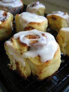 Cinnamon Rolls with Cream Cheese Icing by monimarin