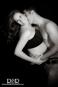 Maternity Photography | Black & White | Future Daddy Kisses | Maternity Photography Ideas |