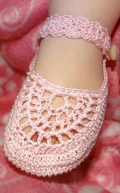 Ravelry: Italian Mary Janes pattern by Maria Bittner Baby Girl Shoes, Girls Shoes, Thread Crochet, Crochet Stitches, Crochet Baby Booties, Baby Girl Crochet, Crochet Shoes, Baby Blanket Crochet, Crochet Clothes