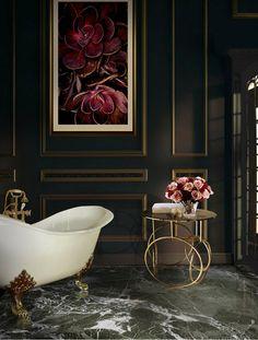 Inspiring Luxury Bathrooms with Marble Accents | www.homedecorideas.eu #bocadolobo #luxuryfurniture #interiordesign #inspirations #homedecorideas #designfurniture #homedesignideas #luxuryhomes #designtrends #luxurybathrooms #bathroomdesign
