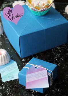 Geschenkschachtel falten mit Geschenketag Freebie