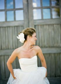 Love the flower and side-swept hair with volume in the front
