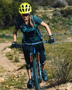 SP '16 Women's gear available now at Foxhead.com and local retailers!  @laura_272 #foxmtb : @dagsom by foxmtb