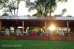 Oklahoma weddings inspiration - Rustic Romance - Bridalifestyle Magazine // Venue: www.cherokeespurweddings.com | Photography: Jami Leavitt www.forthelovestudio.com | Rental: www.partyprorents.com