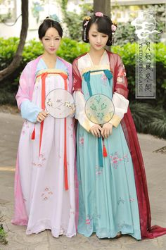Tang Dynasty Hanfu Ruqun Traditional Fashion, Traditional Outfits, Traditional Chinese, Hanfu, Orientation Outfit, Film China, Chinese Architecture, Chinese Clothing, Oriental Fashion