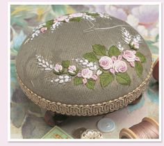 Classes at Country Bumpkin with Jan Kerton of Windflower Embroidery