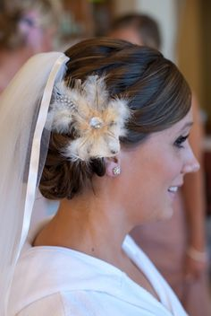 feather & veil to match the bouquet