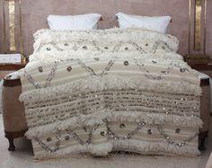 Handira couverture laine marocaine100% fait main/ Décoration/HANDIRA paillettes de la boutique ArtisanatDesign sur Etsy