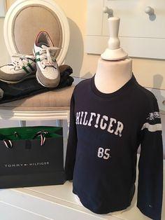 Mein Orig. Tommy Hilfiger Shirt Gr.4 Jahre / 104 cm von Tommy Hilfiger! Größe 98 für 15,00 €. Schau´s dir an: http://www.mamikreisel.de/kleidung-fur-jungs/langarmshirts-slash-longsleeves/31732242-orig-tommy-hilfiger-shirt-gr4-jahre-104-cm.