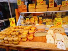Albert Cuyp Markt em Amesterdão | Viaje Comigo International Food, Cravings, Dishes, Traveling, Tablewares, Dish, Signs, Dinnerware