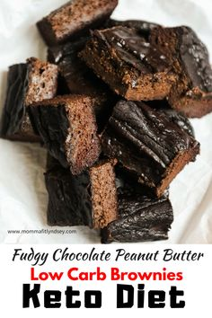 Easy Keto Brownies with Avocado. Best healthy low carb brownies that are fudgy and delicious! Easy Keto Brownies with Avocado. Best healthy low carb brownies that are fudgy and delicious! Diet Desserts, Low Carb Desserts, Low Carb Recipes, Baking Recipes, Easy Recipes, Brownies Cétoniques, Avocado Brownies, Quick Keto Dessert, Healthy Dessert Recipes