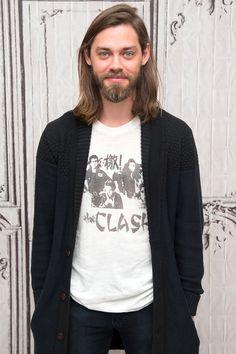 The Walking Dead: Tom Payne (aka Jesus) Looks Way Sexier Under All That Hair Jesus The Walking Dead, Tom Payne, The Clash, Gorgeous Men, Comedians, Movie Stars, Eye Candy, Graphic Sweatshirt, Celebs