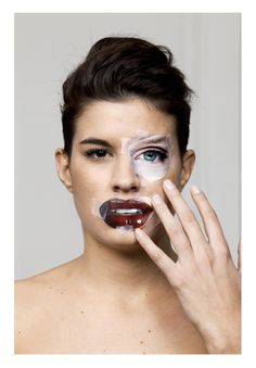 Plastic Surgery with Magazines. Bruno Metra and Laurence Jeanson A Level Photography, Photography Projects, Beauty Photography, Portrait Photography, White Photography, Photomontage, Body Image Art, Celebrity Bodies, Identity Art