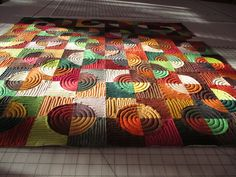Drunkard's path quilt.  How to sew the circle blocks without pinning