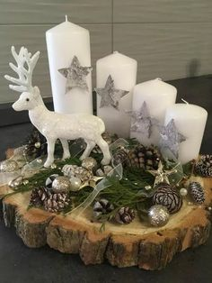 Last Minute Christmas Decor Ideas You'll Love To Do For Your Home - Hike n Dip - - Even if it is the last minute, these quick Christmas decorations are easy to DIY.Here are best Last Minute Christmas Decor ideas that are within your budget. Christmas Candle Lights, Christmas Advent Wreath, Christmas Candle Decorations, Rustic Christmas, Christmas Time, Advent Wreaths, Homemade Advent Wreath, Christmas Tables, Nordic Christmas