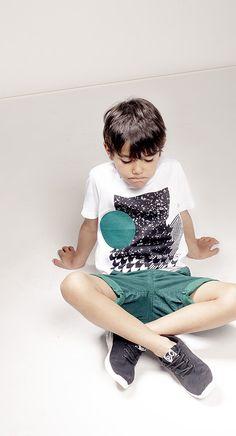 Imperméable garçon et bottes de pluie  retrouvez la sélection de vêtements de pluie enfant IKKS où la transparence devient un véritable atout de style.