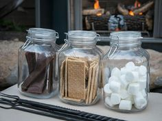 dog proof smore's for the back yard campfire Backyard Movie Nights, Last Minute Christmas Gifts, Cocoa Bar, S'mores Bar, Childrens Party, Family Gifts, Hgtv, Kids Meals, The Help