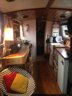 Narrowboat on mooring Bristol Marina. Cosy Kitchen, Rustic Kitchen, Narrow Boats For Sale, Canal Boat Interior, Barge Interior, Canal Barge, Narrowboat Interiors, Sailboat Living, Boat Stuff
