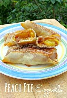 Tasty}- Peach Pie Eggrolls- egg roll wrappers 4 tablespoons flour cup sugar whole lemon, juiced 3 each fresh peaches, peeled and chopped 2 teaspoons c. No Egg Desserts, Delicious Desserts, Dessert Recipes, Yummy Food, Pie Dessert, Dessert Ideas, Tasty Snacks, Breakfast Recipes, Egg Roll Wraps