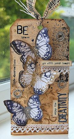 diary of the everyday life of a crafter: A Tag Of Sorts. Atc Cards, Card Tags, Gift Tags, Handmade Tags, Handmade Books, Distressed Painting, Paper Tags, Butterfly Cards, Artist Trading Cards