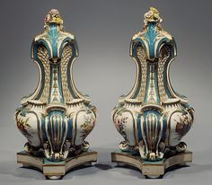Vase with cover (Vase potpourri triangle) (one of a pair)