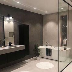 Gjennomført, sofistikert og utrolig lekkert 🙏🏼 Vi bøyer oss i støvet og takker @funkis.tonsnes som deler sitt lekre bad med oss. Her med Dybe rett badekar som er vårt mest populære badekar for tiden. ________________________________________________________#interior #interior123 #myhome #nordiskehjem #mynordicroom #nordiskehjem #bathroom #bathroominspo #bathroomdesign #bathtub #showerwall #vikingbad #missoni #tapwell #flisekompaniet #delmittbilde #nytthus #nytthus2018 #inspoweekend #ukensprofil Grey Bathrooms, Small Bathroom, Master Bathroom, Best Online Furniture Stores, Furniture Shopping, Affordable Furniture, Modern Farmhouse Bathroom, House And Home Magazine, Bathroom Interior Design