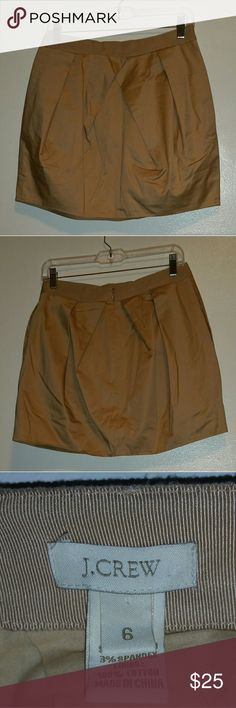 J. Crew Skirt Like new! J. Crew skirt in size 6. Khaki color. Fully lined underneath. 2 side pockets. Beautiful puffy skirt. Price firm. J. Crew Skirts Mini