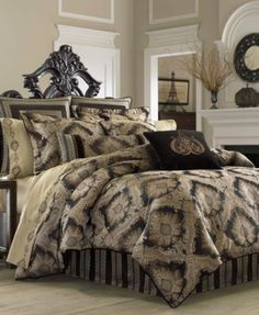 Superb Queen New York Onyx Comforter Set Has A Detailed Woven Damask Design In  Onyx On A Polished Black Background For A Truly Luxurious And Opulent Look.