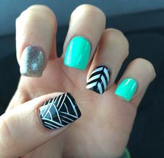 ❤I love these colors together, and the leafy-kinda look on the ring finger and thumb!❤     ~@graca0518