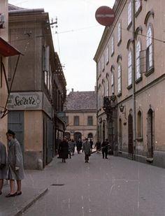 Kossuth utca a Hősök tere felé nézve.