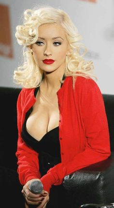 Christina Aguilera looks striking in her red cardigan images. Christina Aguilera, Beautiful Celebrities, Beautiful Women, Beautiful Models, Blond, Latest Celebrity News, Female Singers, Famous Women, American Singers